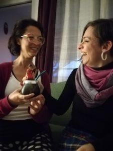 Natalia Santarelli y Dahiana Belfiori con la Salvaora y unos mates
