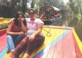 Pamela Pulido y Francesca Elizarraraz, fundadoras de Colectiva Caóticas, durante el taller feminista #AmigaDateCuenta en una trajinera de Xochimilco (México). Ruth de Frutos